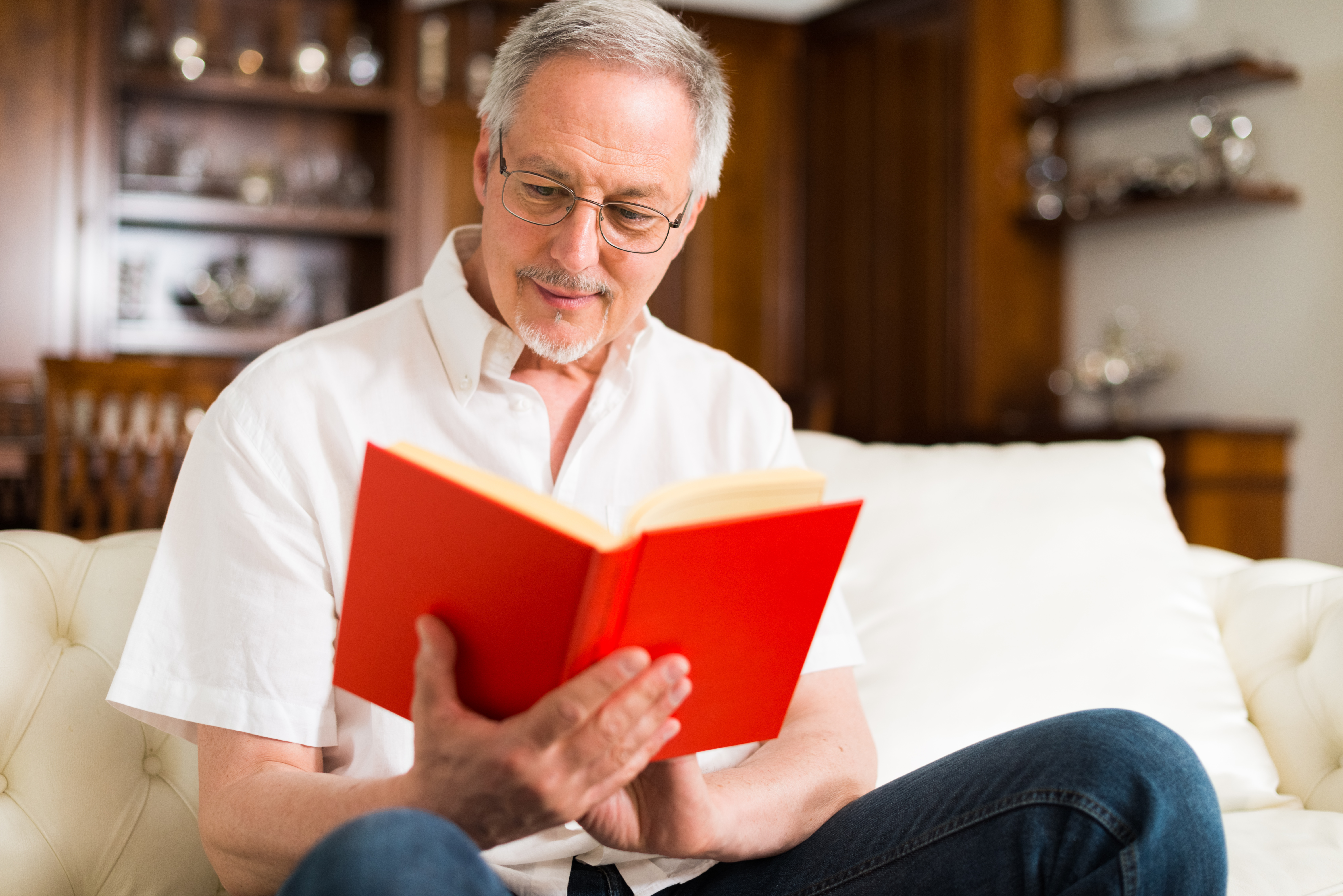 shutterstock_516624274_man reading book